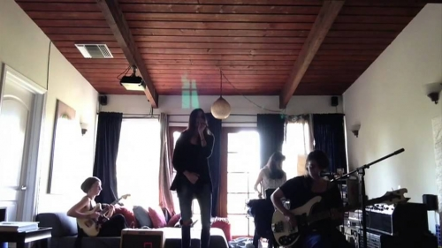 Warpaint – Live Is To Die (live from the living room)